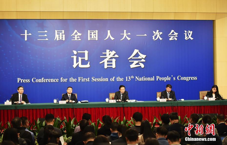 人大会议记者会 财政部谈财税改革和财政工作
