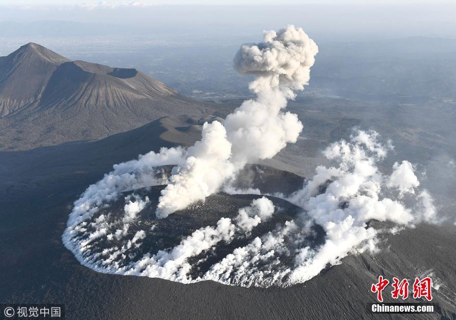 日本新燃岳火山持续爆炸性喷发