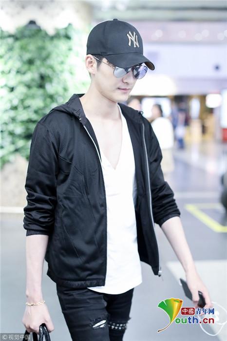 张翰一身黑衣走出男模气场 墨镜遮面天生总裁范